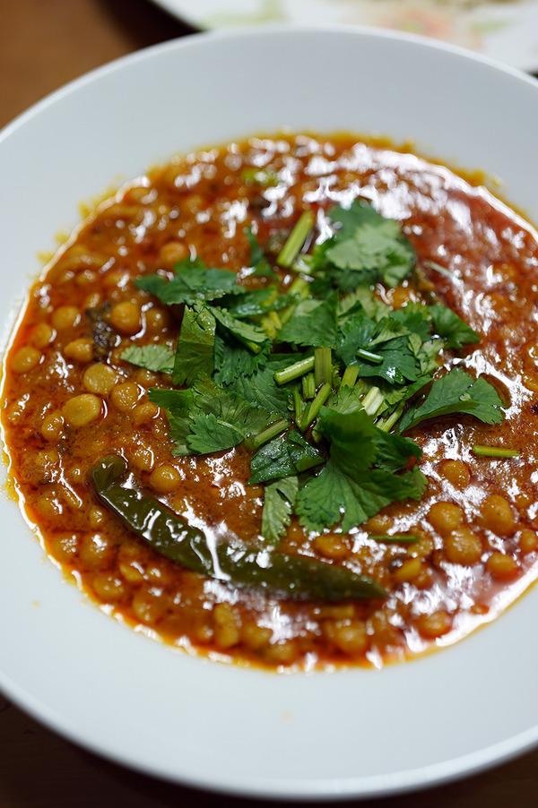 夜は【マルハバ】で豆カレー。お昼は【大名カレー中村屋】で海老カレーからの【カフェマルゴ向野店】の苺タルト。