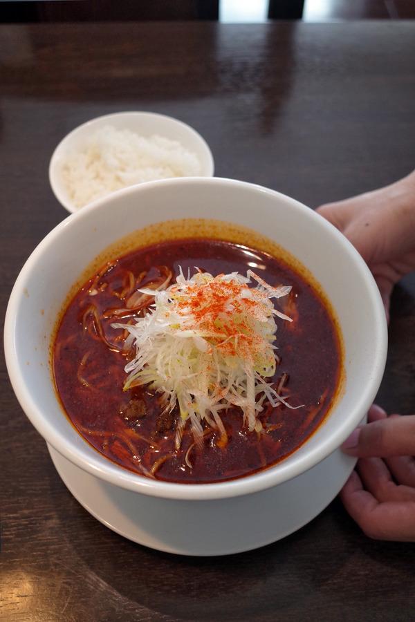 お昼は「杏仁荘」の麻辣大陸担担麺。夜は「らぁめん蔵持」「area coffee」。