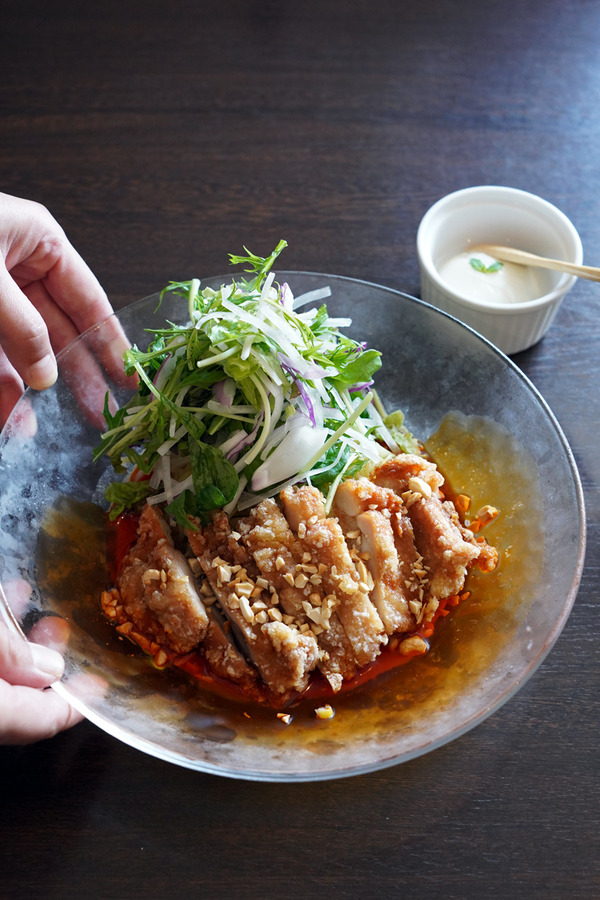 お昼は【杏仁荘】で冷麺始まりました、からの【PLASE.STORE】でアイスコーヒー。