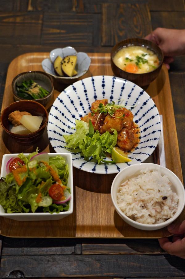夜は「Cafe檸檬」で夜ごはんからの「Banx River」。昼は「杏仁荘」で週替わり麺の肉そば。