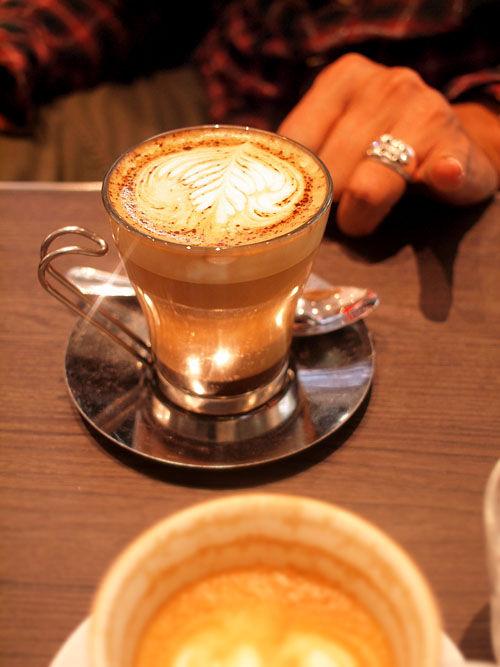 初めて福岡PARCOに行った。そしてillyコーヒー。