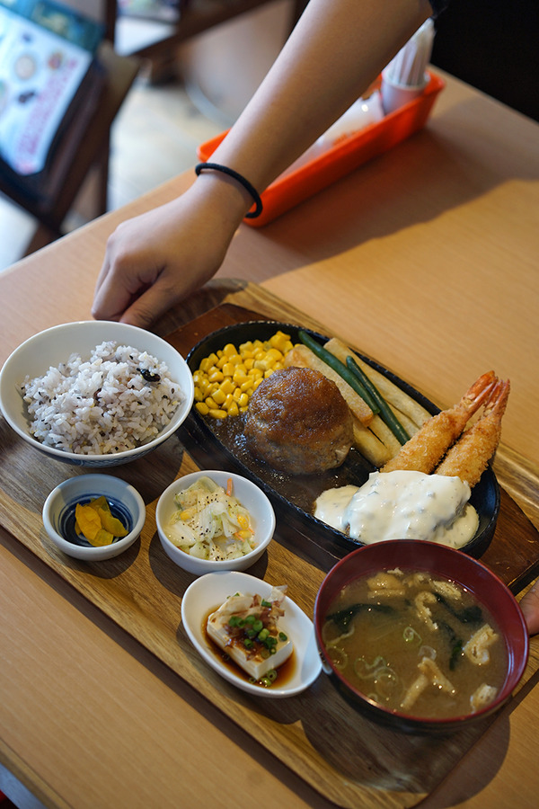 暑い一日、「かえる食堂 蓮」「PLASE.STORE」「5CAFE」「COFFEE COUNTY」「ALBERO」へ。