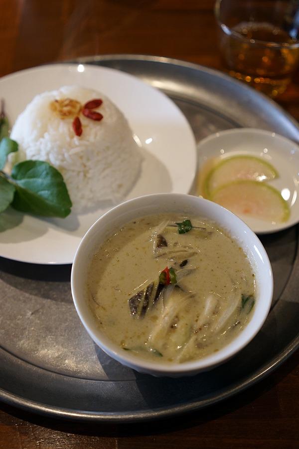 高砂「Asian Marche」で香草が美味しいグリーンカレーと「COFFEE COUNTY FUKUOKA」。夜は香椎コンテナ村「十蔵」で焼き鳥など。