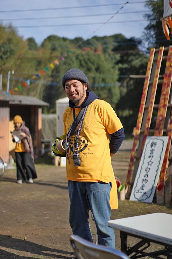 新宮町的野地区『第2回SUNRISE FESTIVAL』で元「アジアンチョップ」のヒロミチ氏がジビエ鹿肉カレーを作っていた。