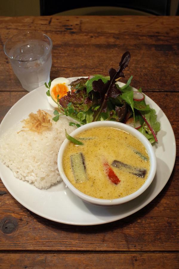夜は「ハグルカフェ」「梅山鉄平食堂」「STEREO COFFEE」。昼は「かえる食堂 蓮」でオニオングラタンスープなど。
