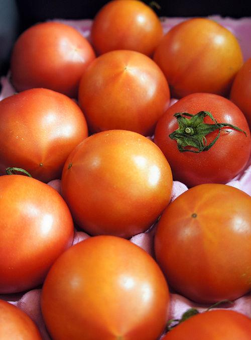 塩トマト「ロイヤルセレブ」を買って来て食べた。