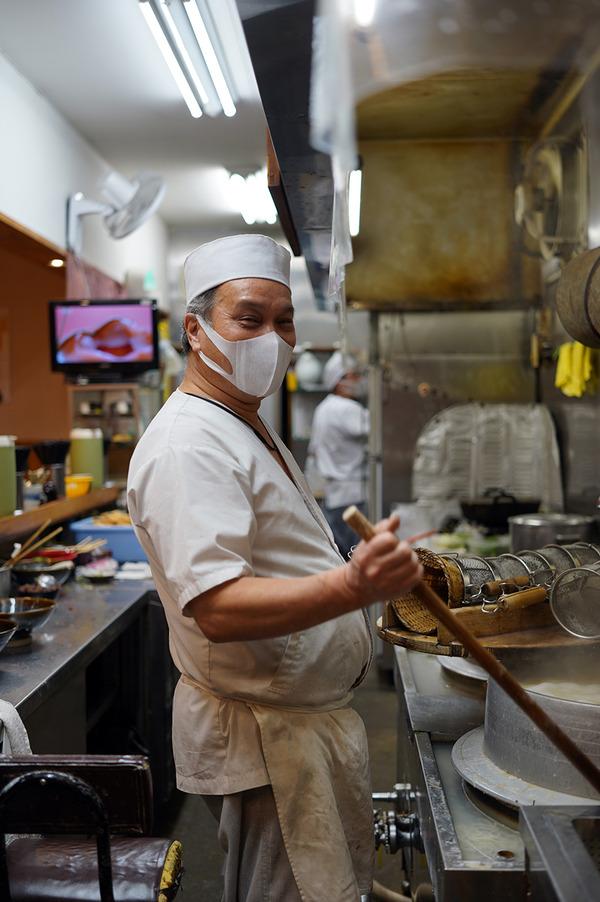 夜は【葉隠うどん】、お昼は【マンダリン マーケット文華市場】からの【COFFEE & CAKE STAND LULU】。昨夜は『カレバカラジオ』でした。