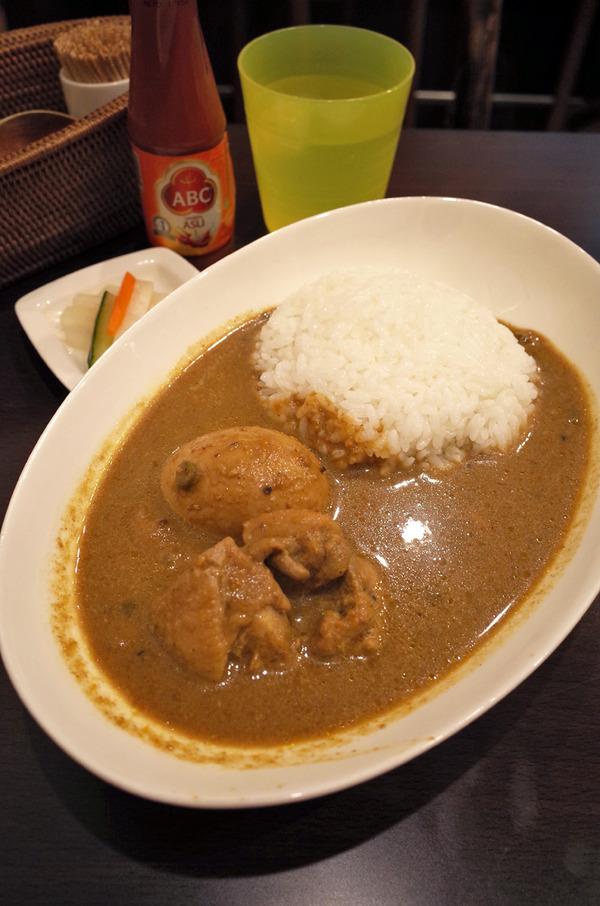 夜は「kira☆kira」であさださんのカレー、からの「MOMENT COFFEE」。昼は「博多うどん茶屋」で牛丼セット。