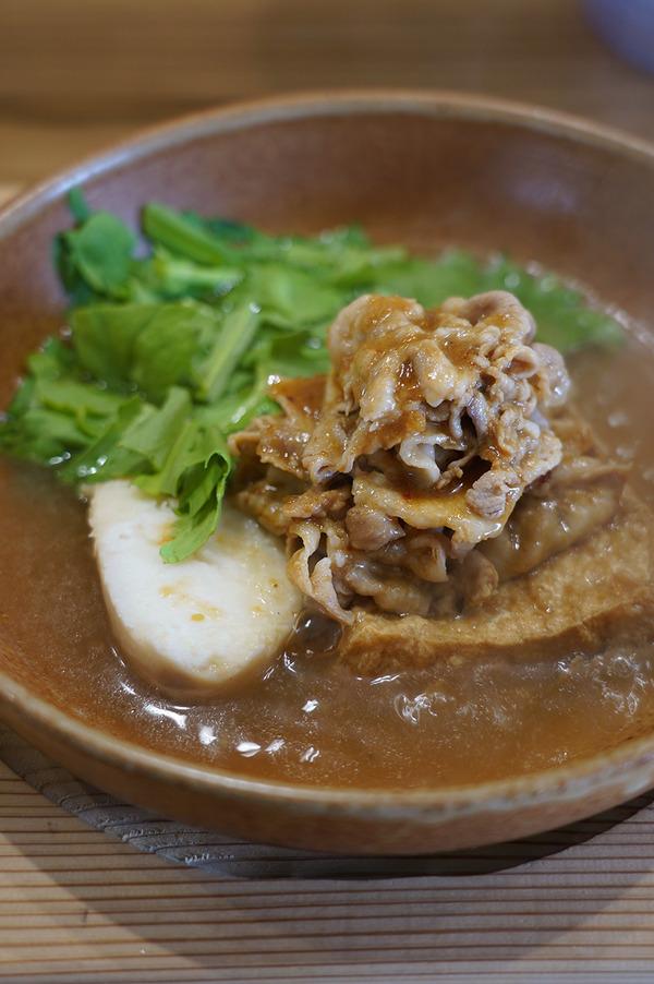 お昼は【にく豆腐 しげ子】で肉豆腐からの【マスカル珈琲】でネルドリップコーヒー。今夜木曜日22時からは『カレバカラジオ』の生放送。ゲストは【珈琲と麦酒】の智子さん。