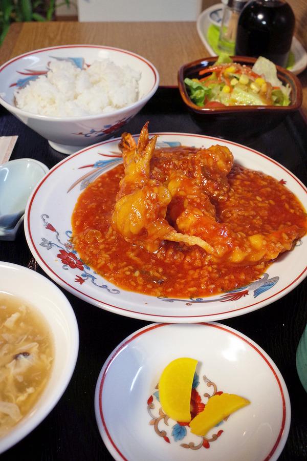 夜は「香亭」で海老チリ定食。
