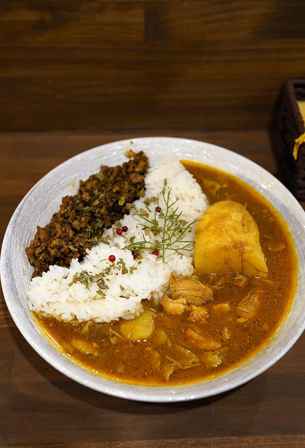 高砂【mama curry】の合いがけカレーからの【珈琲いわくま】。夜は『カレバカラジオ』のたこ焼きリスナーさんと【とり焼肉エイト】へ。