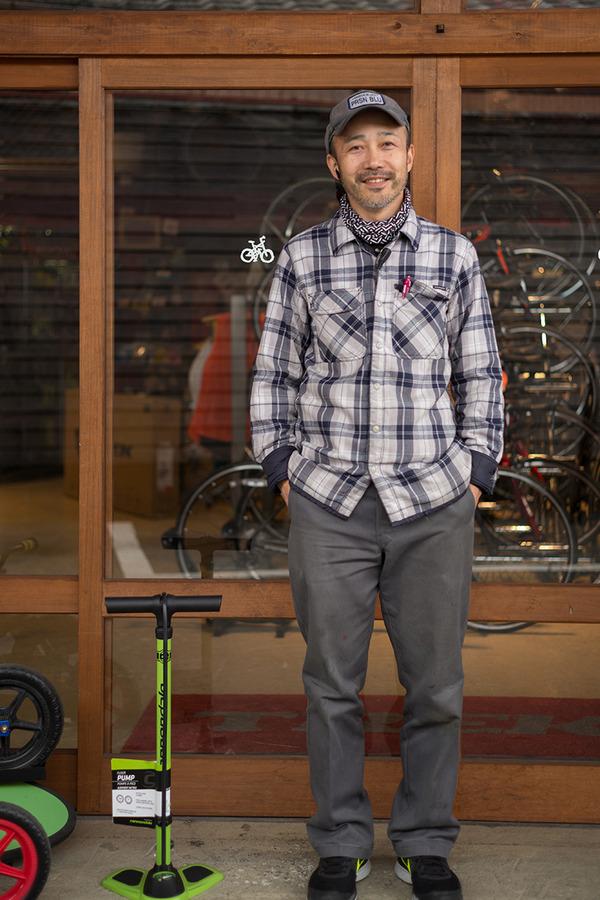 塩原「5CAFE」でグリーンカレーを食べて「正屋」で自転車の空気入れを購入。