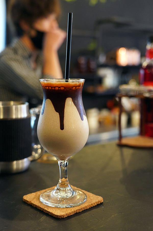井尻商店街【Rametto coffee room】のチョコレートバナナシェイク。【洋食屋ちと】【中華そば かなで】【珈琲小林】。