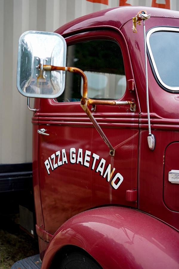 【Pizzeria Da Gaetano】のピッツァカーを福津市宮地浜海岸【PLOOF】で発見。
