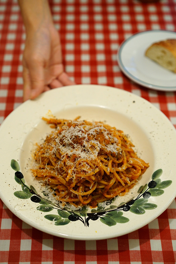高宮「イタリア食堂 SACCO」でボロネーゼ、からの「5cafe」で林檎とホワイトチョコのタルト。