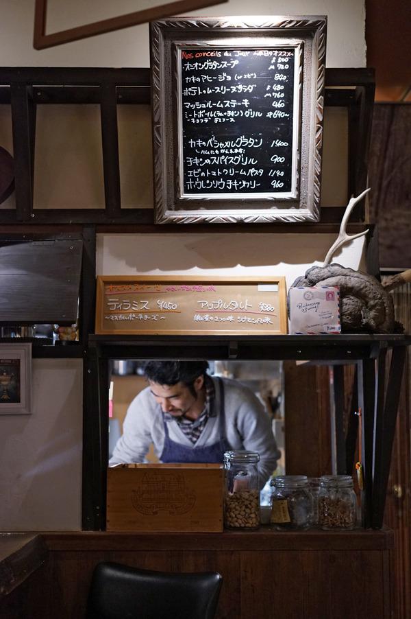 薬院のワインバー「野乃猫」でカレーとワインと多国籍料理。