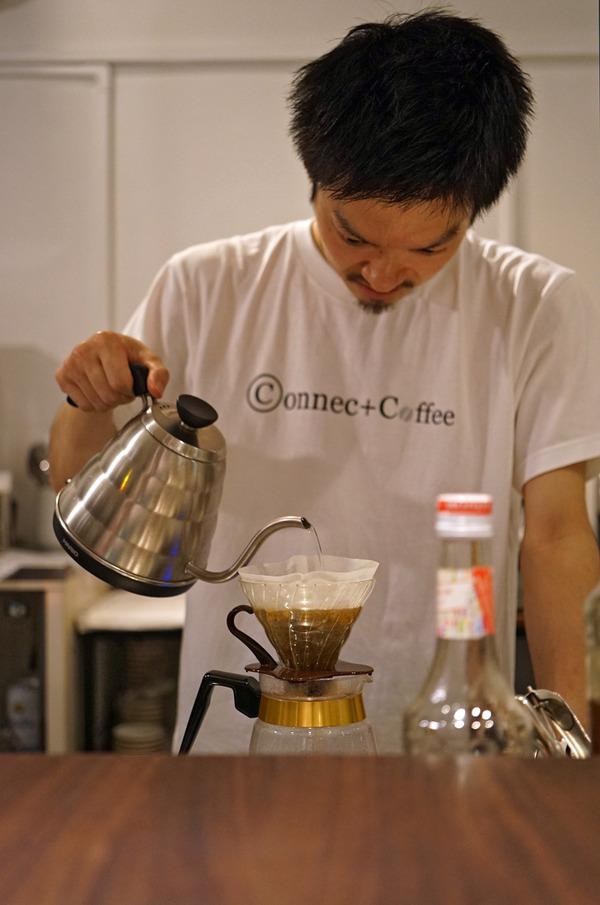 「Connect Coffee」でドリップコーヒー。その前に香椎コンテナ村「焼肉 座牛」へ。