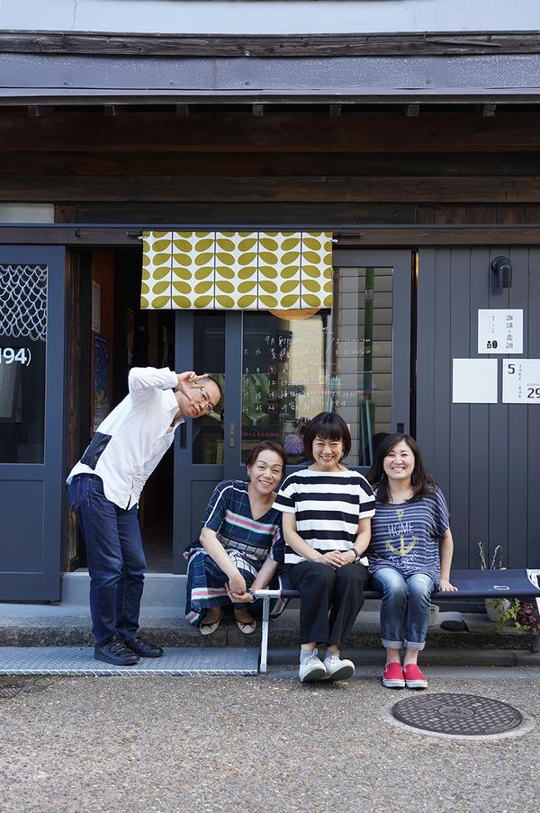日曜日【珈琲と麦酒】でアイスコーヒー。夜は【路地裏カレーTiki】スタッフのkikkoさんの結婚式。