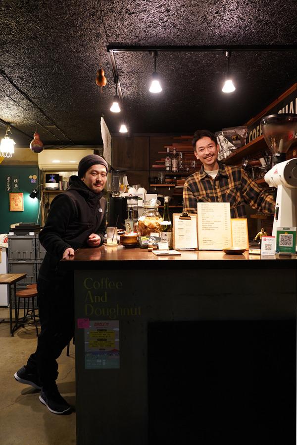 【洋風食堂 枝】で日替わりランチ730円からの【Banx River】でコーヒーをテイクアウト。