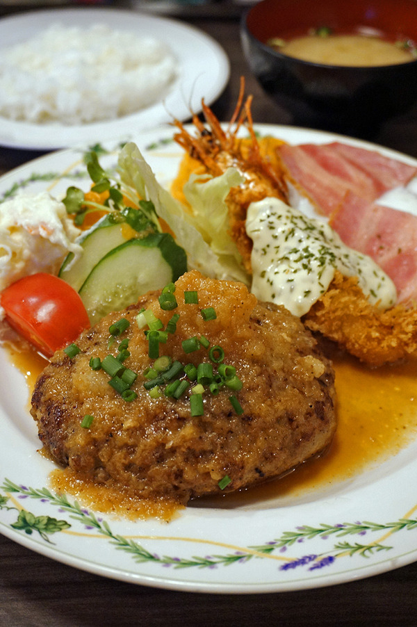 昼は知覧町へ日帰り出張。夜に東区松島【洋風食堂 枝】でハンバーグと海老フライ。
