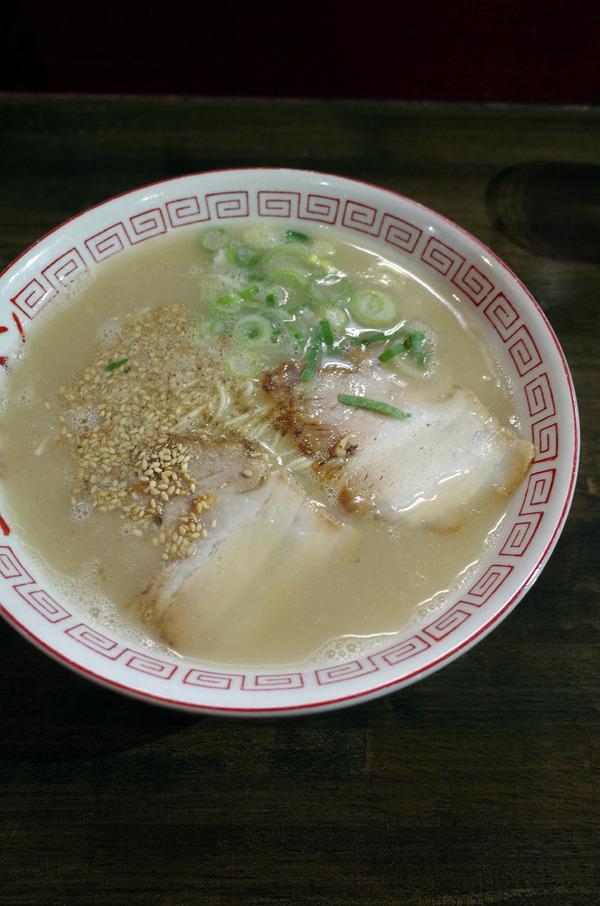 「一楽ラーメン 松島店」でラーメンと炒飯、からの「美松コーヒー香椎店」。昼は今月末までの「ケンジーズ食堂」でカレーランチ。