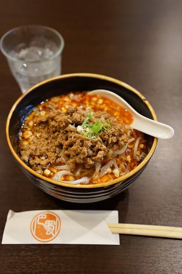 美野島「四川料理 巴蜀」で酸辣湯麺と点心3種で1,000円。
