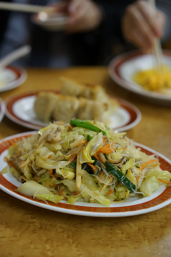夜は「餃子の李」からの「Connect Coffee」。昼は「じゃらん食堂」で親子亀カレー。