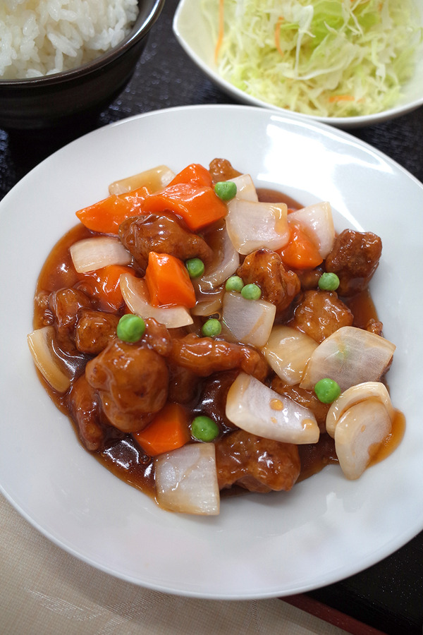 月隈「小麦香」で酢豚定食。あら、美味しいじゃないの。