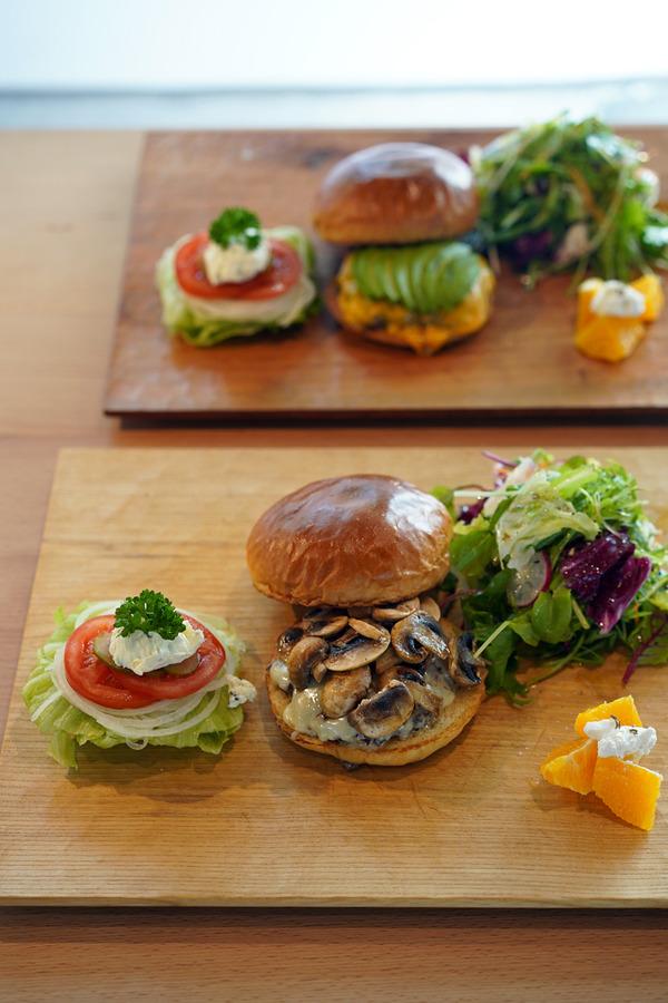 篠栗「バーガートウカ」でハンバーガー、からの「うちの珈琲研究所」「Banx River」「Basking Coffee」「香亭」。