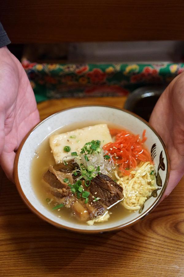 夜は「ガチマイシーサー」で沖縄料理。昼は「湯桶庵」で美味しい鴨南蛮蕎麦。