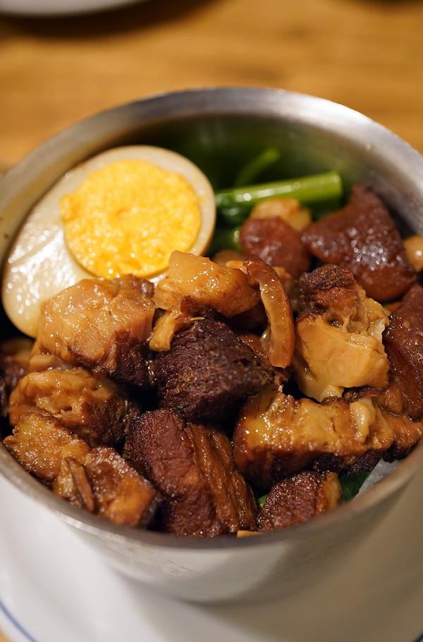 夜は【亜洲界世】で台湾屋台料理。昼はまたもや、わらび野グループ【にく豆腐 しげ子】で牛丼からの【TAGSTA】。