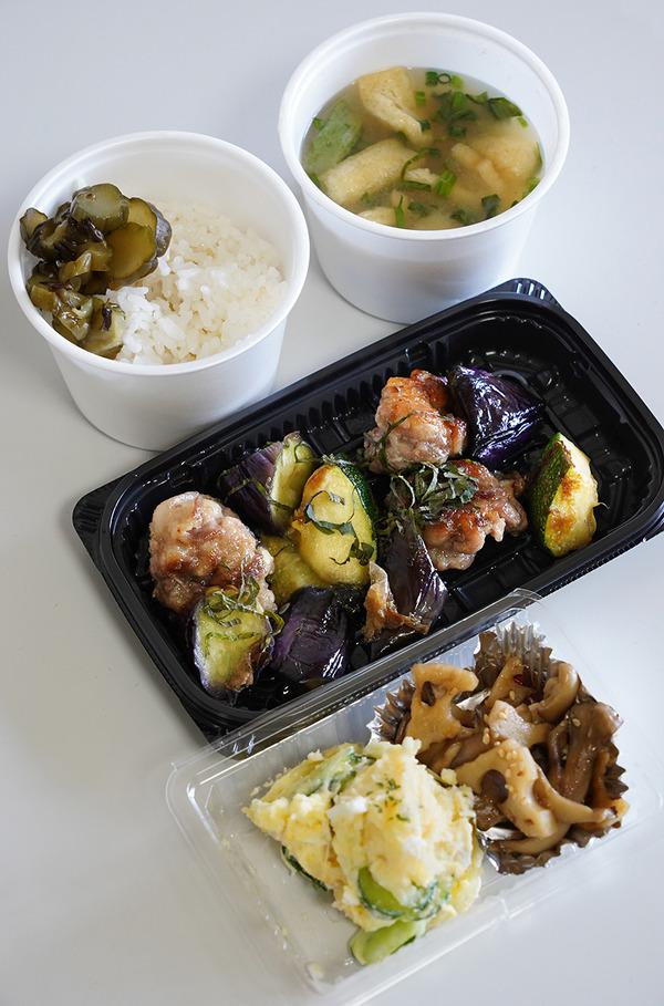 お昼は平尾【カフェあぴ】でテイクアウトご飯。夜は香椎【焼肉座牛】で牛タン弁当。昨夜は『カレバカラジオ』でした。