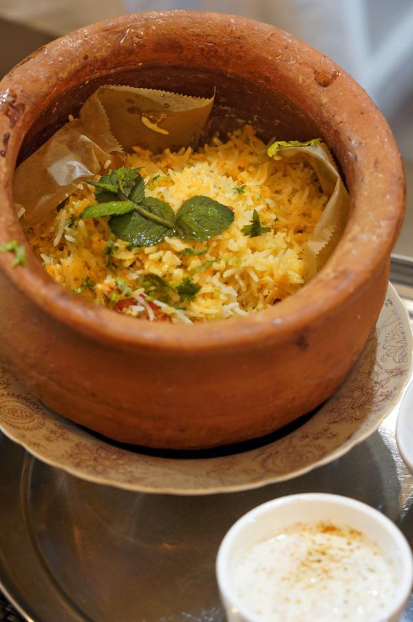 夜は【Indian Spice Factory】で中華料理店の人たちとベンガル料理三昧。【珈琲と麦酒】【店屋町バール 鈴太郎】。昨夜の【じゃらん食堂】と『カレバカラジオ』。