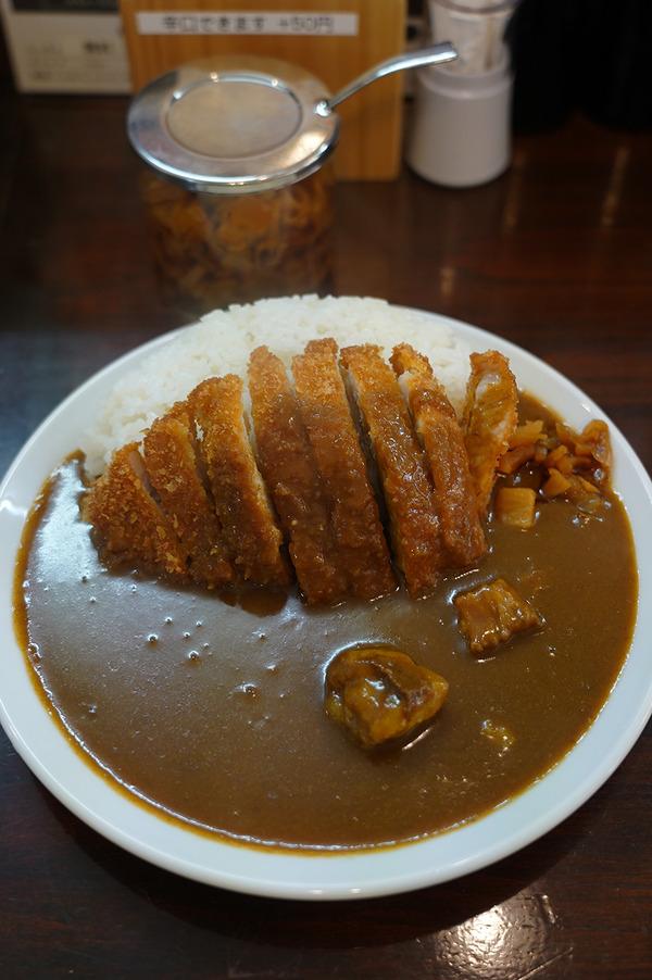 お昼は美野島【老舗カレー ボントン】でカツカレー。今週末土曜日は『ミノシマルシェ』あるよ。夜は【洋風食堂 枝】で枝ランチ。
