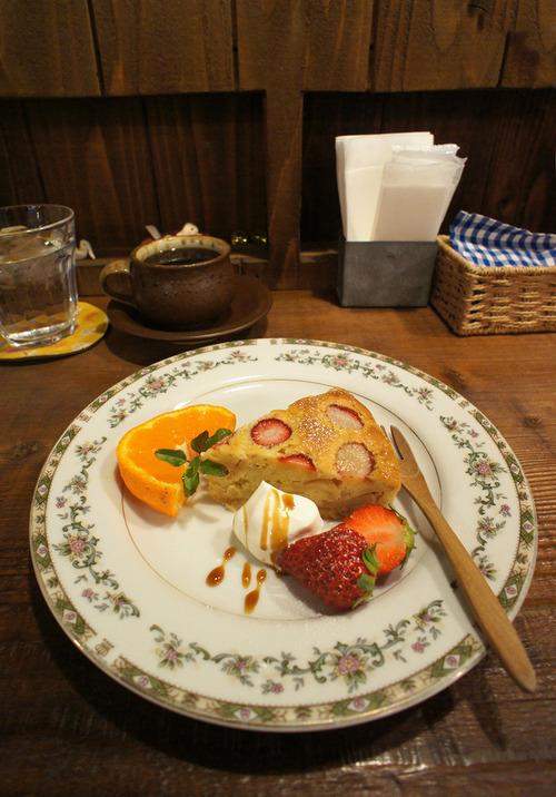 ハチミツボタンの「林檎と苺のケーキ」にほっこり。