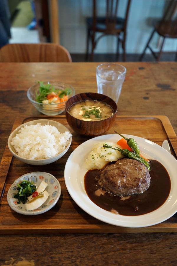 お久しぶりな「家鴨軒」で九州産牛肉100%のハンバーグランチ。