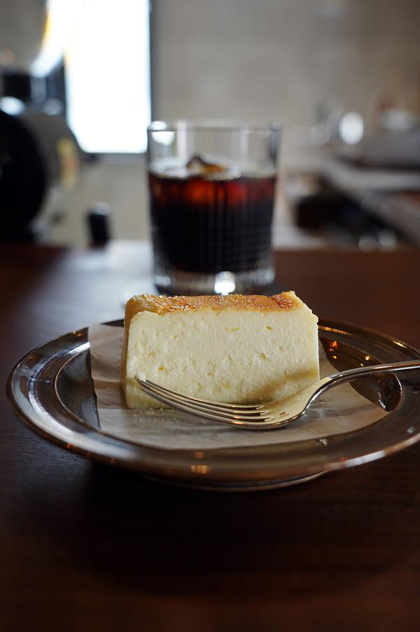 【珈琲いわくま】の限定チーズテリーヌと【じゃらん食堂】で久しぶりのタワーカレー。今週金曜日はFM福岡『教えて!コンシェルジェ!』に出ます。