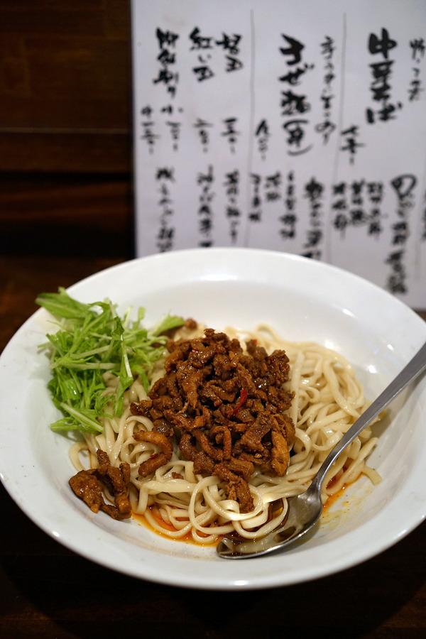 """「麺道はなもこし」で""""まぜ麺""""。「MOMENT COFFEE」「六本松カレチネ」「REC COFFEE」。"""