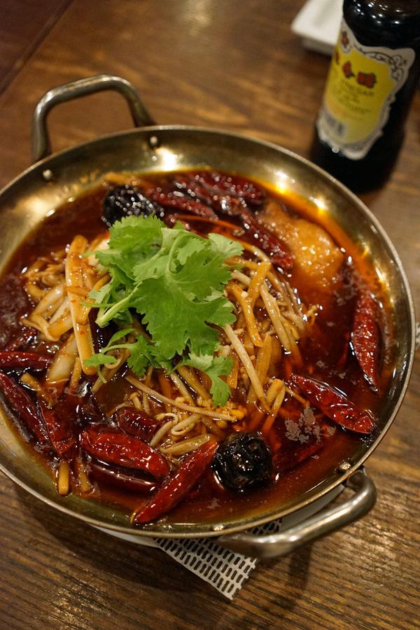 友達3人で「杏仁荘」で中華な晩ごはん、からの「manu coffee 春吉店」。