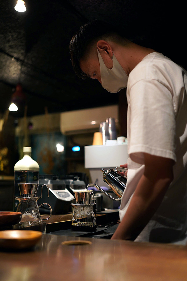 【珈琲小林】【中華そば かなで】と昨夜の【栄養】【megane coffee & spirits】と『カレバカラジオ』。