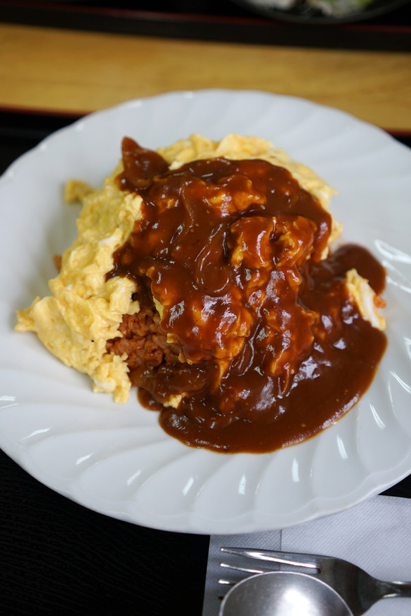 大野城「まんぷく」でオムライスを食べたけど、カレーの話。