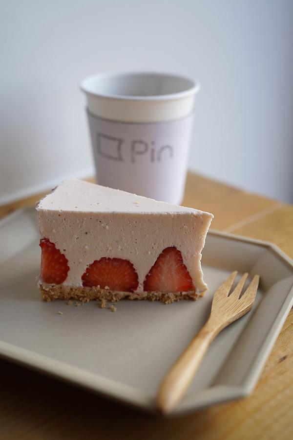 昼は【Pin】で苺レアチーズケーキと【ピッツェリアグランデ】【SWEET TIME +PLUS+】。今夜22時からは『カレバカラジオ』の生放送です。