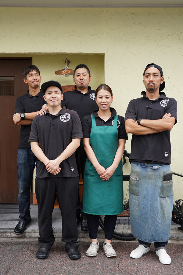 お昼は【杏仁荘】で週替わりの黒胡麻冷麺。夜は木曜日22時の『カレバカラジオ』あります。