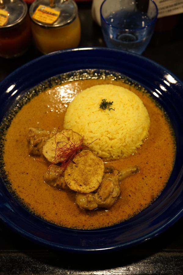 夜は「カレーショップ ドゥニヤ」からの「家鴨軒」。昼は「かなで食堂」で豚骨ラーメン。