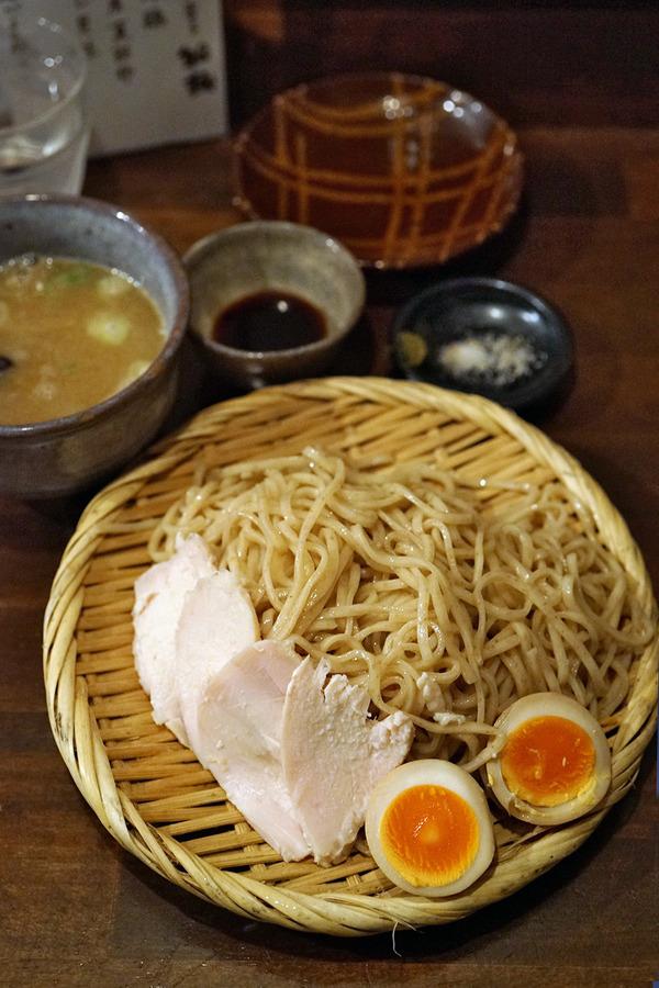 夜は「麺道はなもこし」からの「そふ珈琲」。昼は「かねいしうどん」。