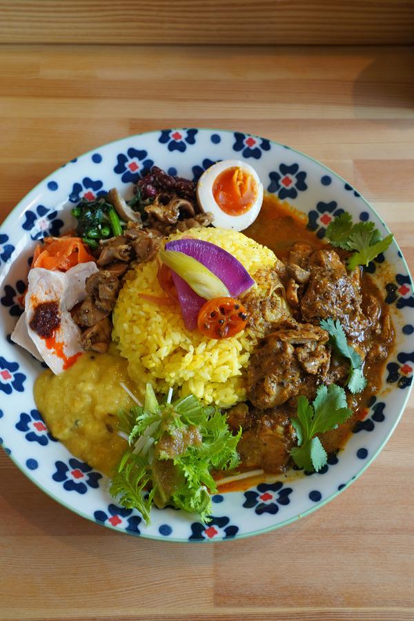 お昼は【タマガワカリードットコム】でスリランカカリー。夜は西新辺りで【NIYOL COFFEE】【park】【定食レストラン衣笠】からの香椎【Banx River】。