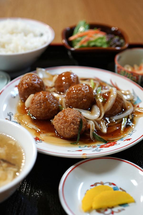 夜は雪の中「香亭」で鶏団子定食。昼は「魁龍 博多本店」でド豚骨ラーメンからの「ぶんカフェ」。