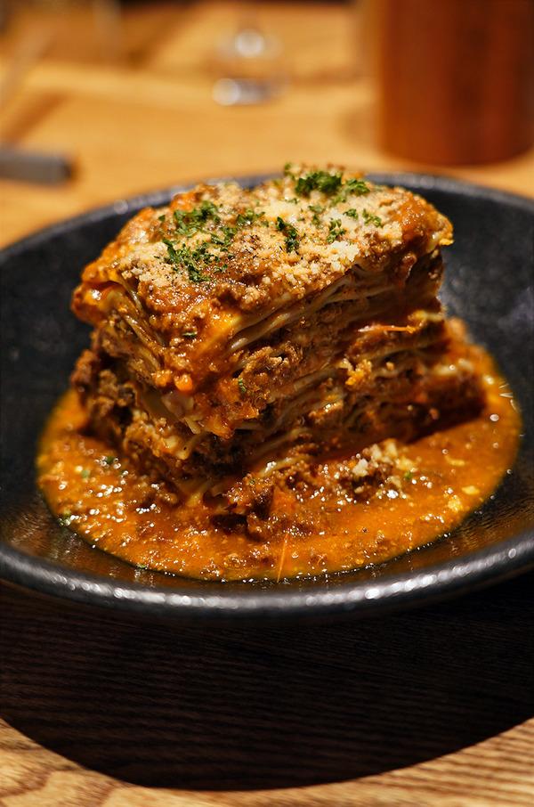 春吉【自然派ビストロ CORE Haruyoshi ver.】で化学調味料無添加の料理。あか牛のラザニアが増量してました。