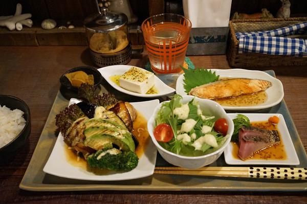 「ハチミツボタン」の美味しいご飯、からの「美松コーヒー」でイルガチェフェ。