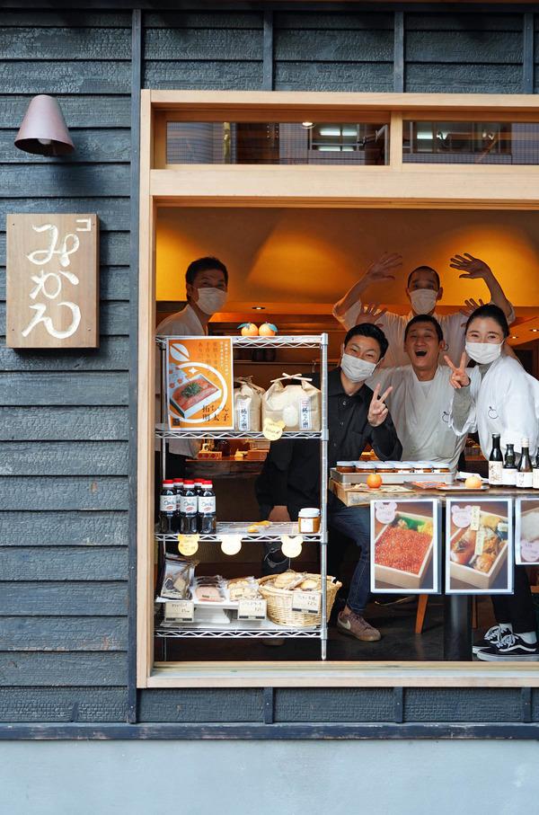 大名【赤坂こみかん】【クボカリー】【マグフォー】と、【珈琲いわくま】で新発売のリキッドアイスコーヒーをテイクアウト。高島市長がブログでQ&A。